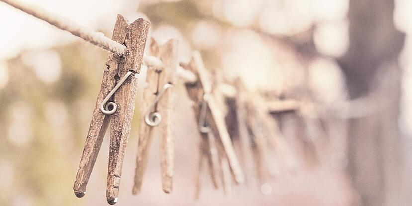 Clothes-pins-on-line