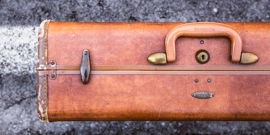 briefcase-blogging-financial-industry.jpg